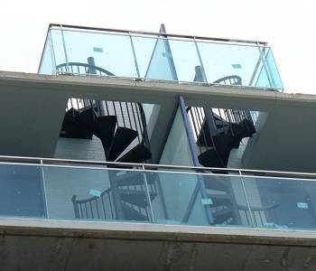 Escaleras exteriores Tecno montadas en Madrid | Enesca.es