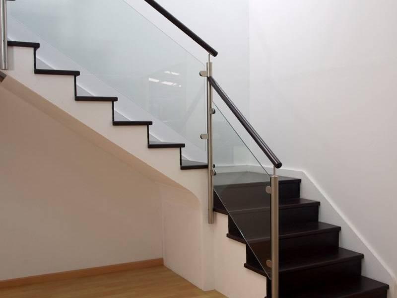 Barandillas de cristal interiores para escaleras | Enesca.es