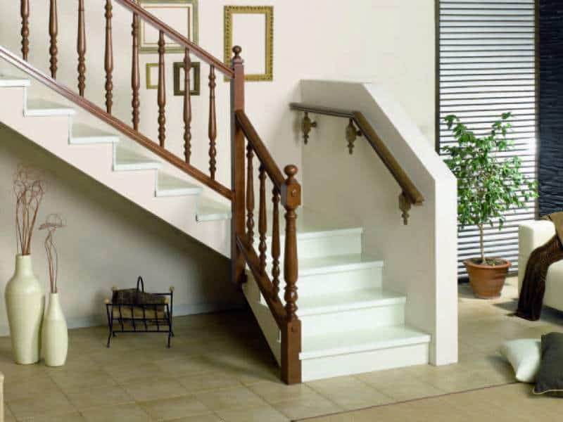 Peldaños de escaleras de madera | Enesca.es