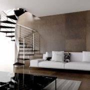 Escalera de caracol modelo E20 con peldaños de madera y barandilla modelo R5(2) de Enesca.es