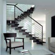 Escalera de tramos modelo Doxa Wood con peldaños de madera y barandilla modelo R4(3) de Enesca.es