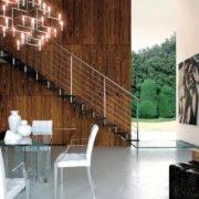 Escalera de tramos modelo Glam Cristal con peldaños de cristal y barandilla modelo R5 de Enesca.es