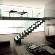 Escalera de tramos modelo Itron Cristal con doble estructura, peldaños de cristal y barandilla modelo RV1 de Enesca.es