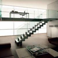 Escalera de tramos modelo Itron Cristal con peldaños de cristal