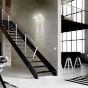 Escalera de tramos modelo Itron Laser con doble estructura, peldaños de metal y barandilla modelo R7 y R5(4) de Enesca.es