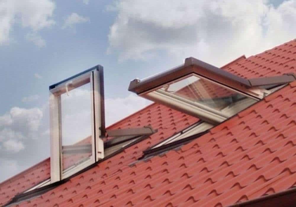 Ventana para tejado en pvc pivotante - Tejados de pvc ...