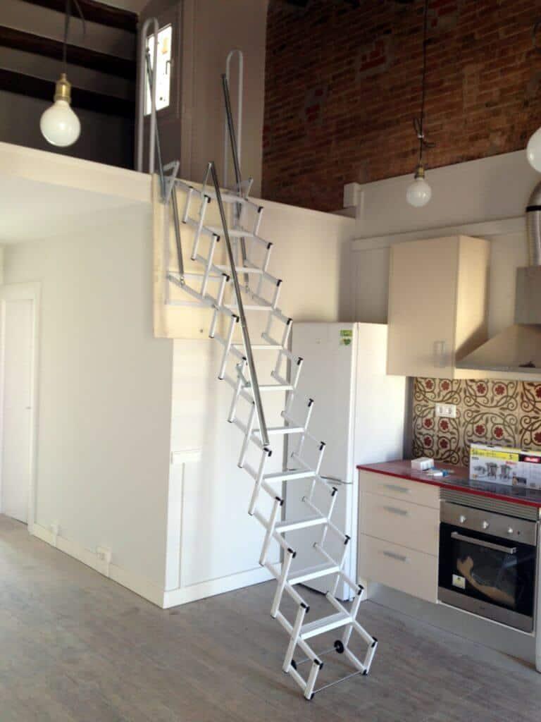 Escalera plegable para altillo en la cocina - Escalera plegable altillo ...