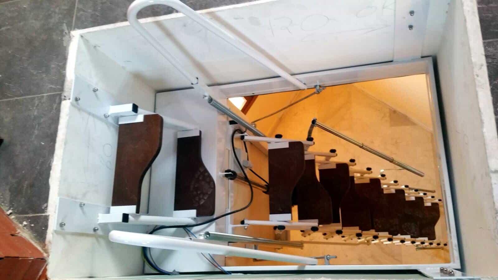 Escalera Plegable Elegant Automática 1 - Enesca.es