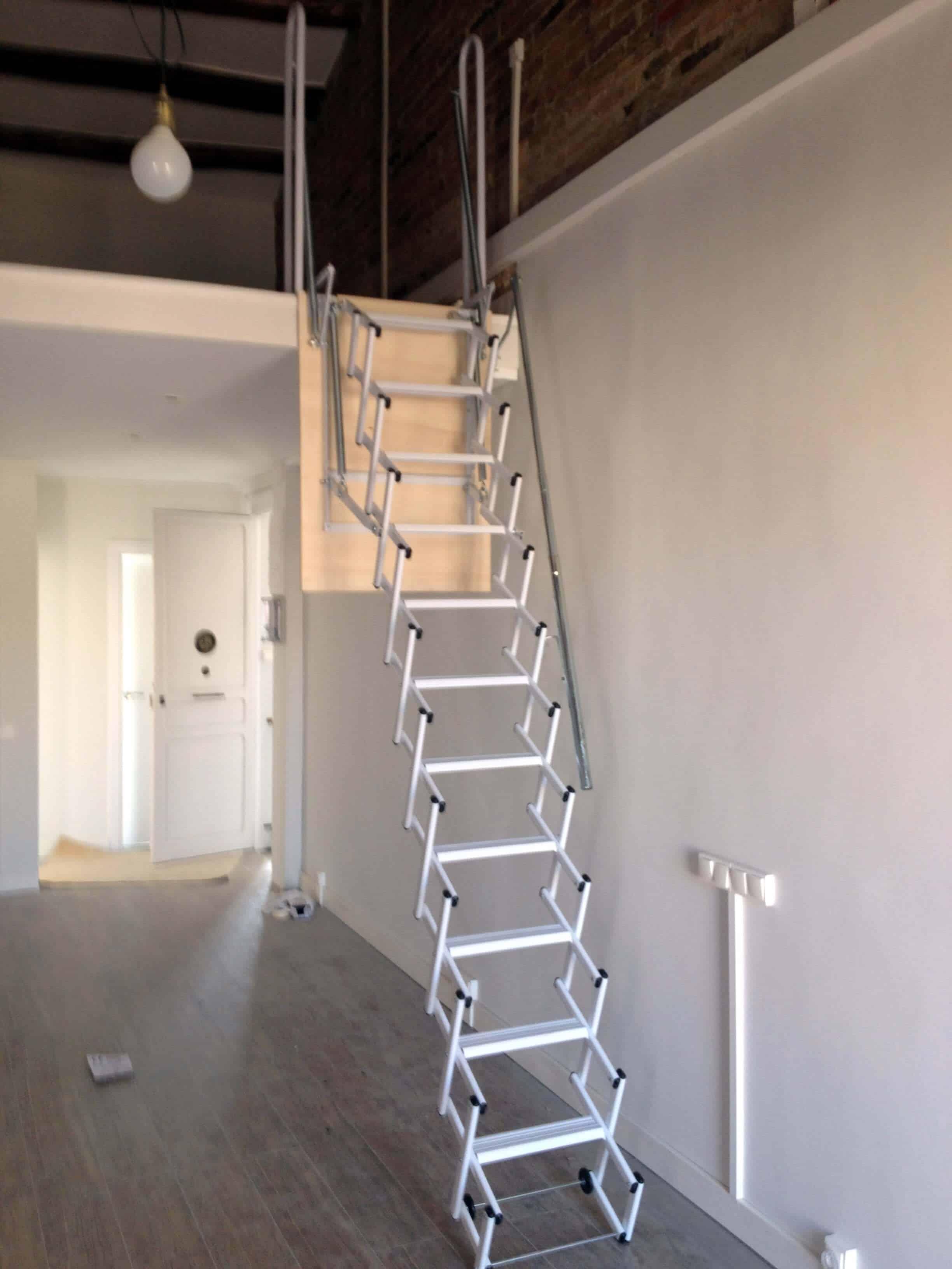 Escalera de caracol de madera for Escaleras para buhardillas plegables