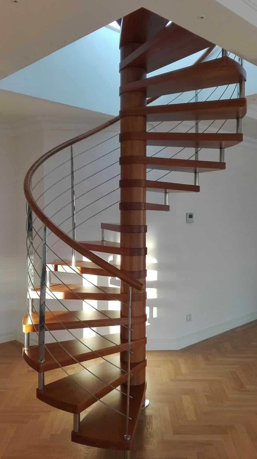 Escalera de caracol madera y metal de enesca.es
