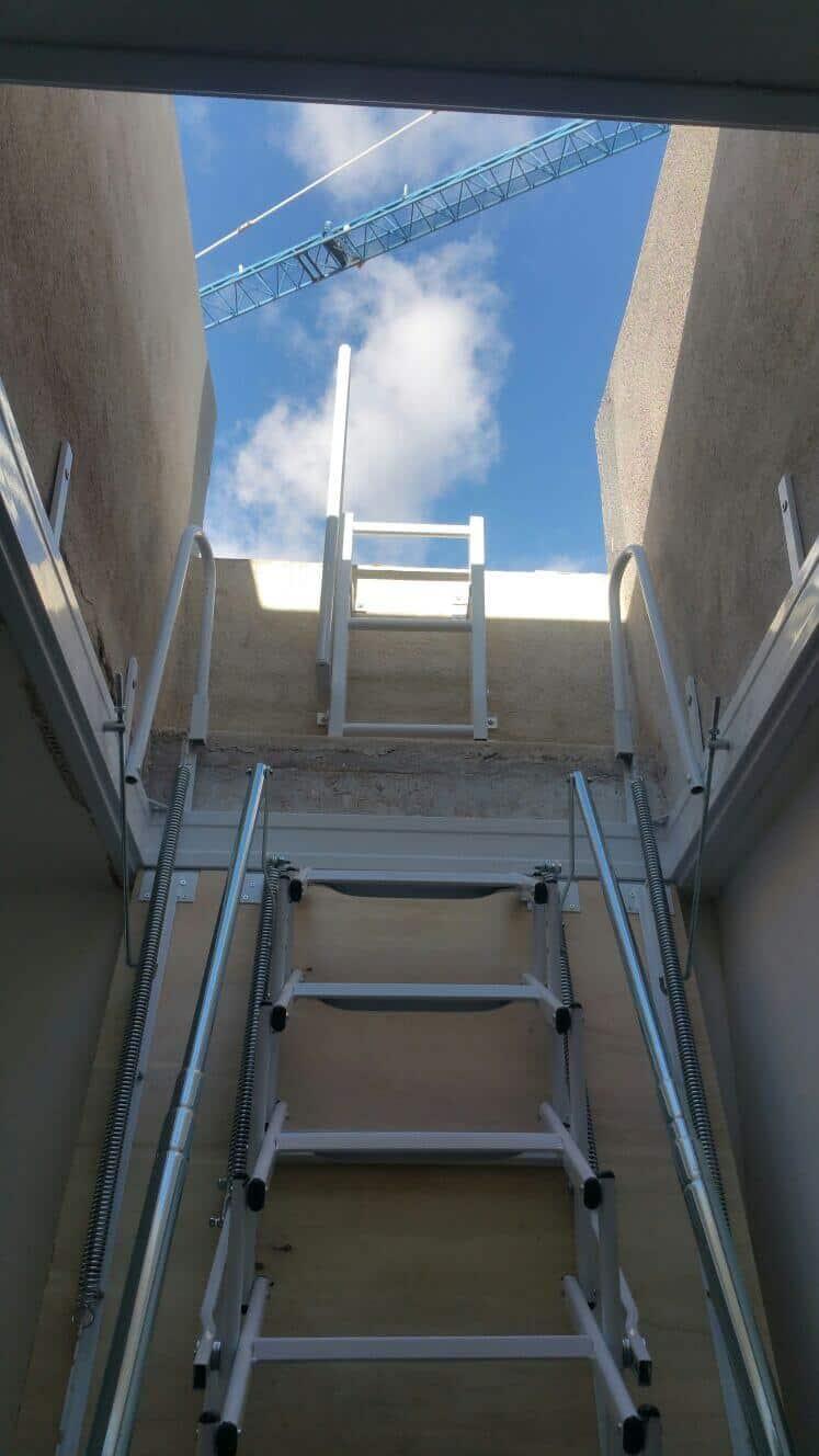 Escalera Plegable para salida a Terraza
