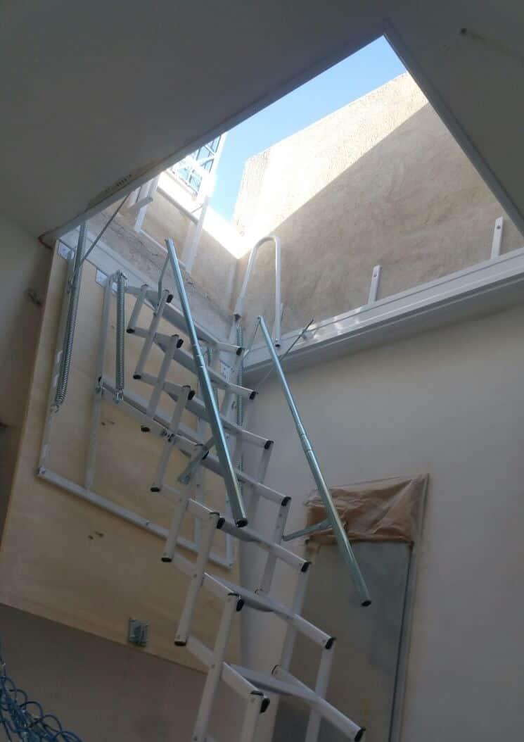 Escalera Plegable tipo tijera para salida a Terraza