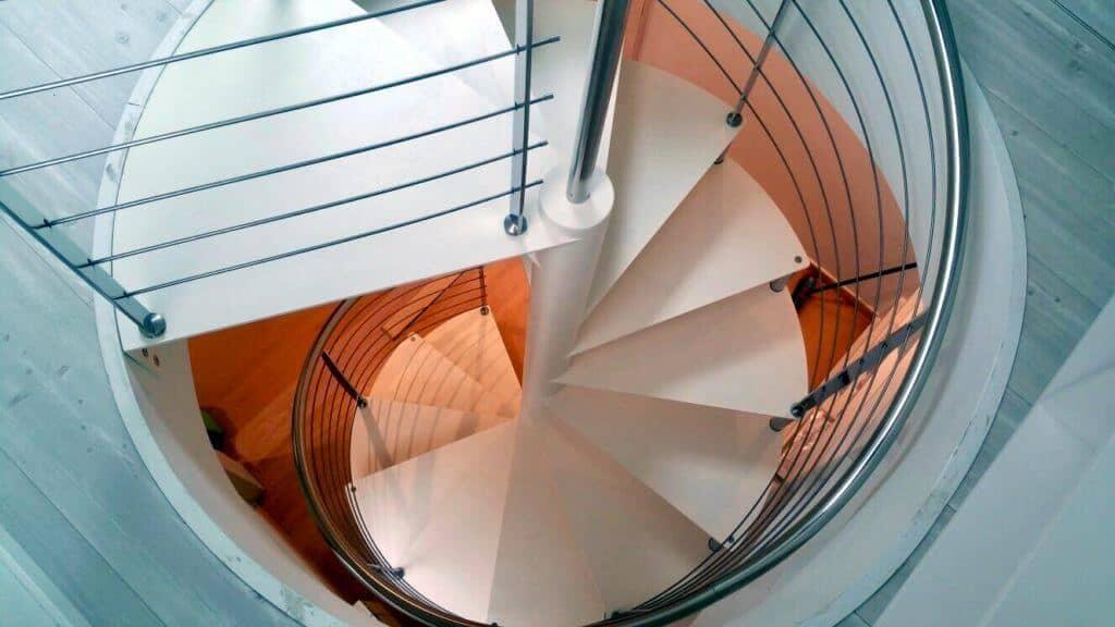 Escalera de caracol peldaños metalicos | Enesca.es