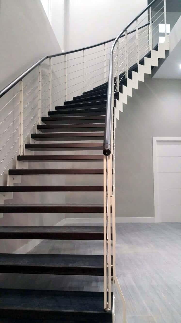 Escalera a tramos metalica y de madera