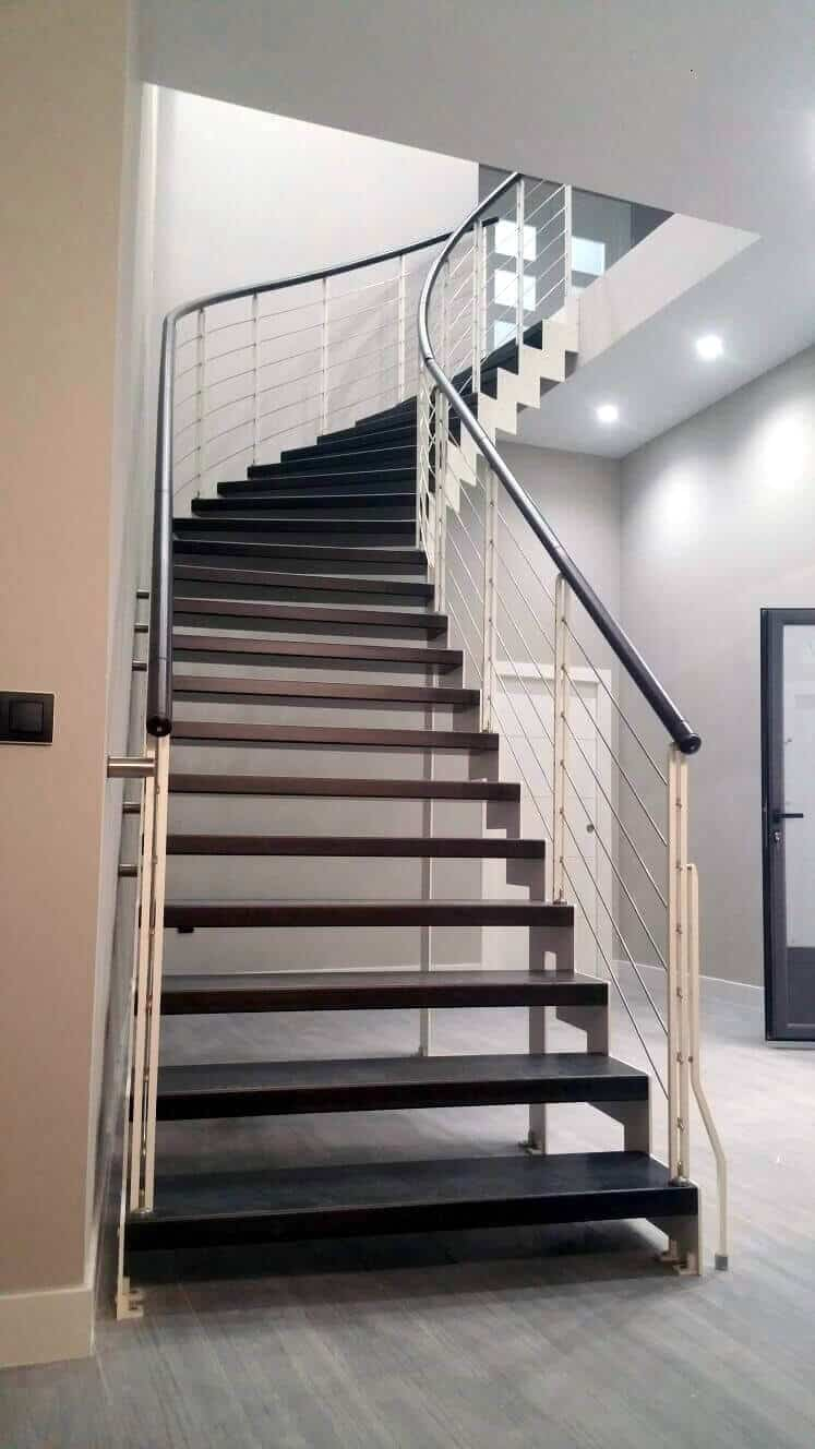 Escalera de madera a tramos | Enesca.es