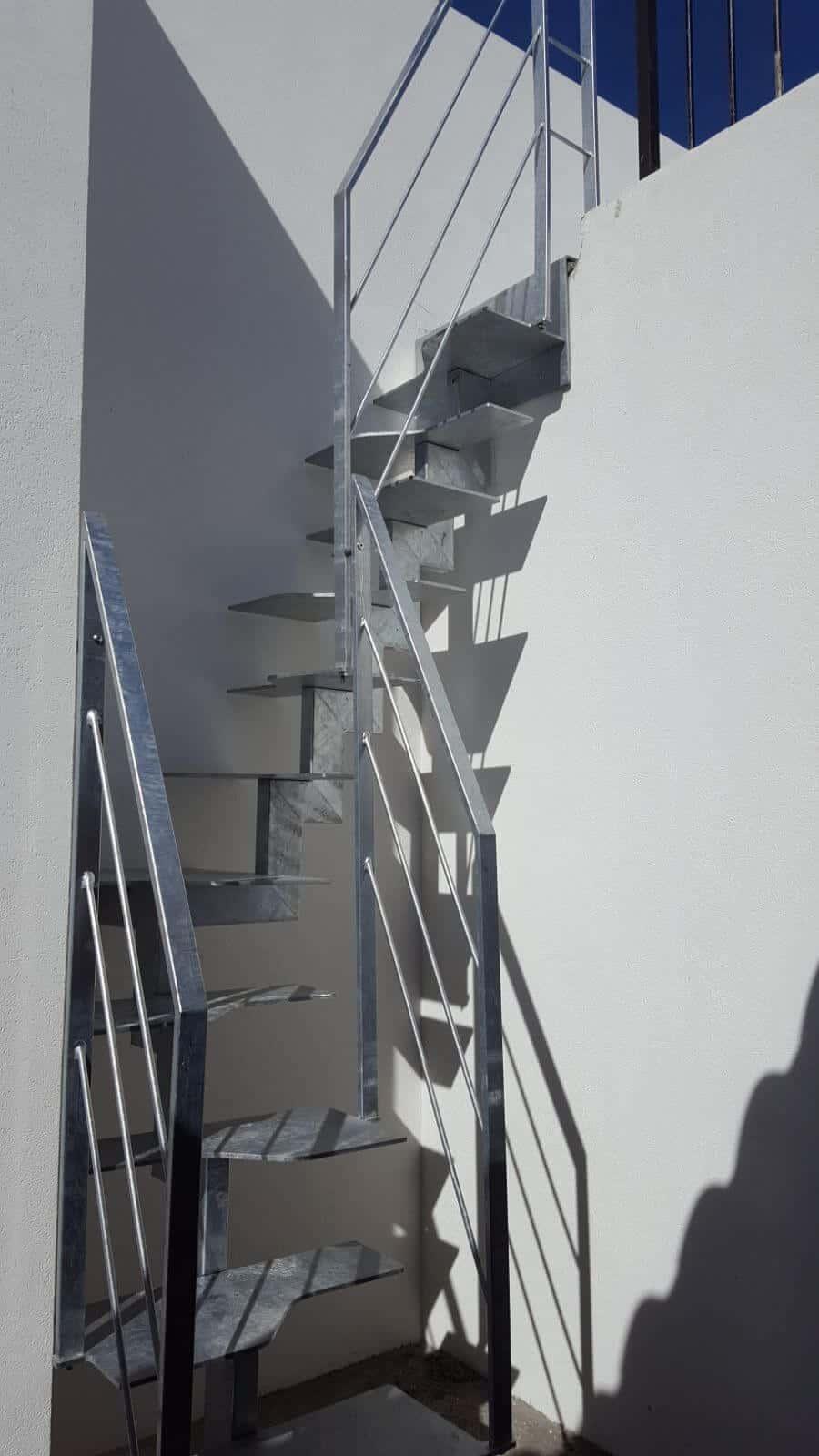 Escalera metálica en kit para exterior | Enesca.es