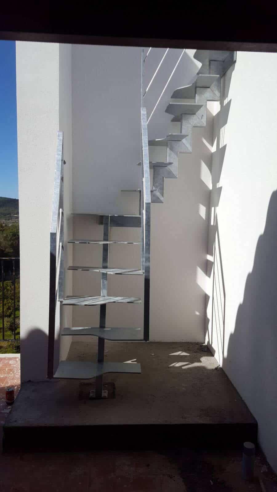 Escalera recta metálica | Enesca.es