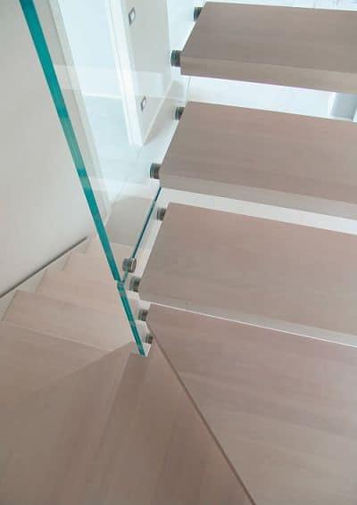 Compra la Escalera de caracol de madera con peldaños de haya a tramos - Enesca.es
