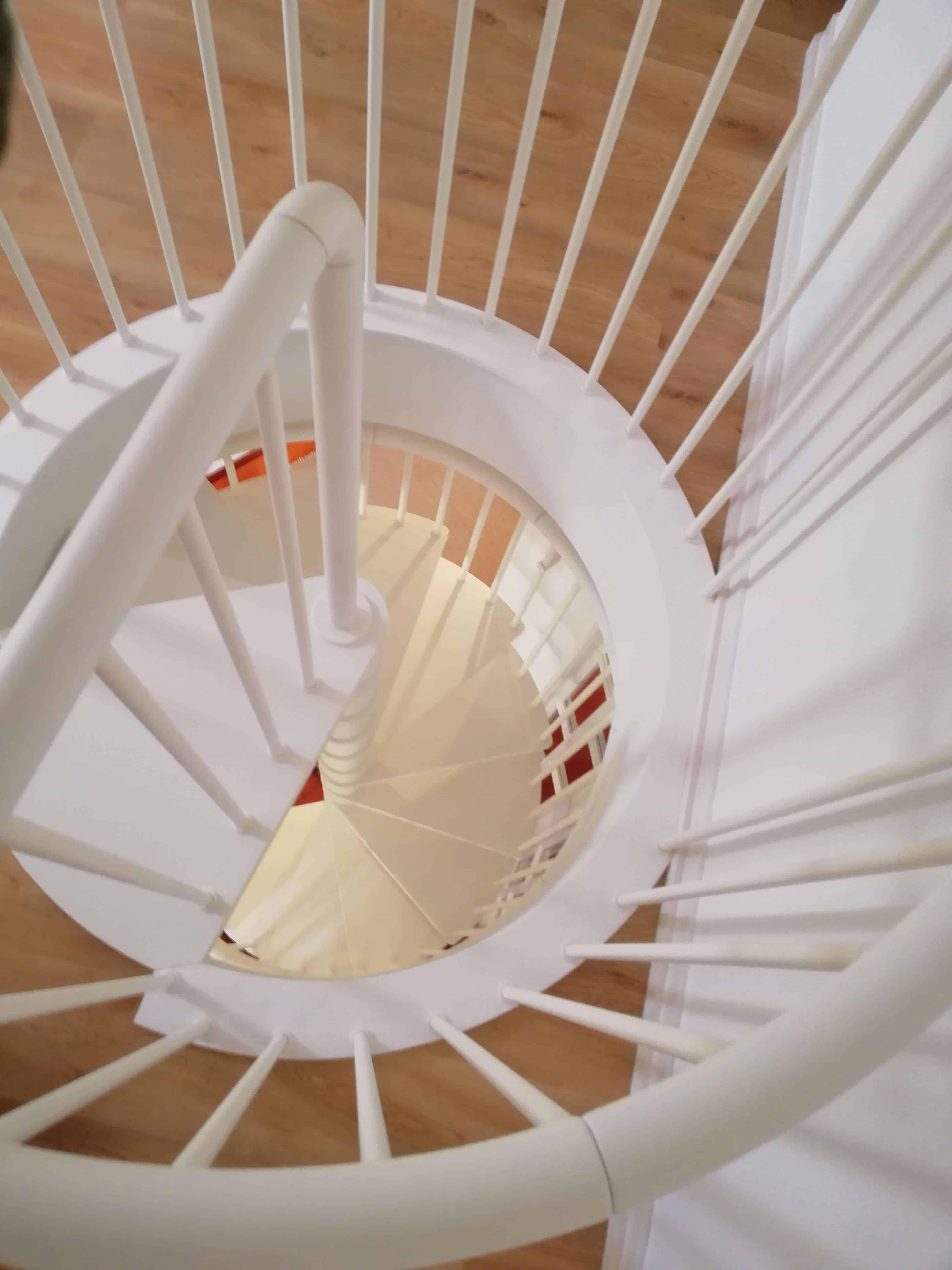 Barandilla metálica para hueco de una escalera de caracol