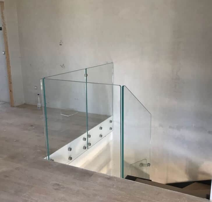 Barandilla de cristal para hueco de escalera de Enesca