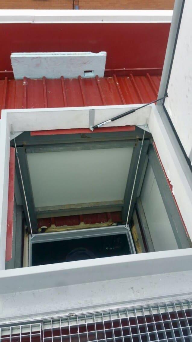 Tapa para salida a terraza con escalera plegable de Enesca