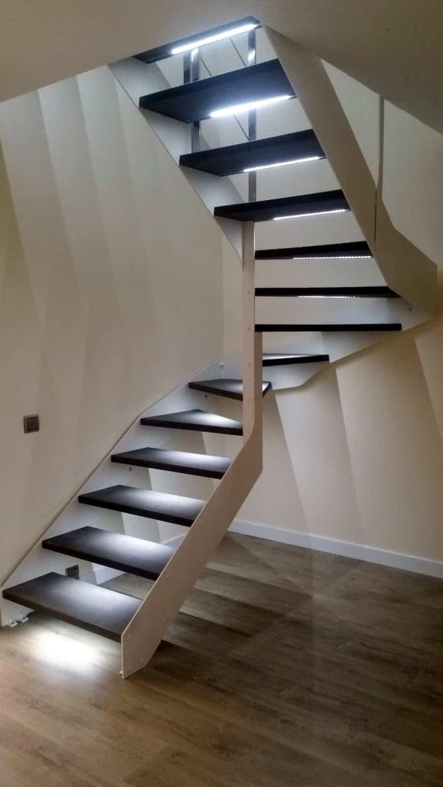 vídeos de escaleras interiores con luz