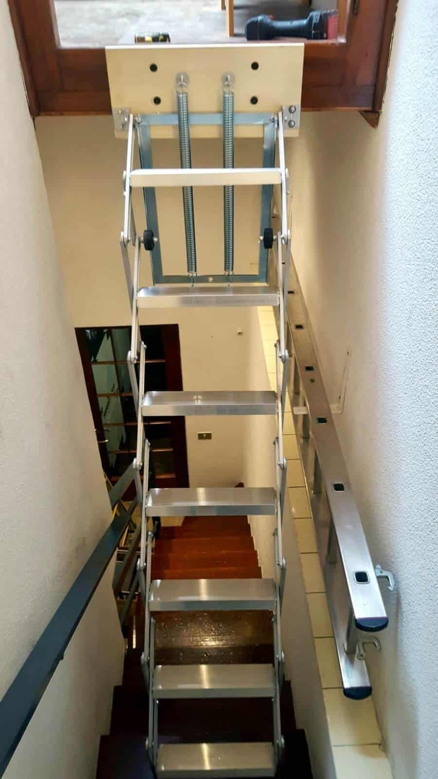 ESCALERA MINI PLEGABLE Y ESCAMOTEABLE PARA ALTILLOS.