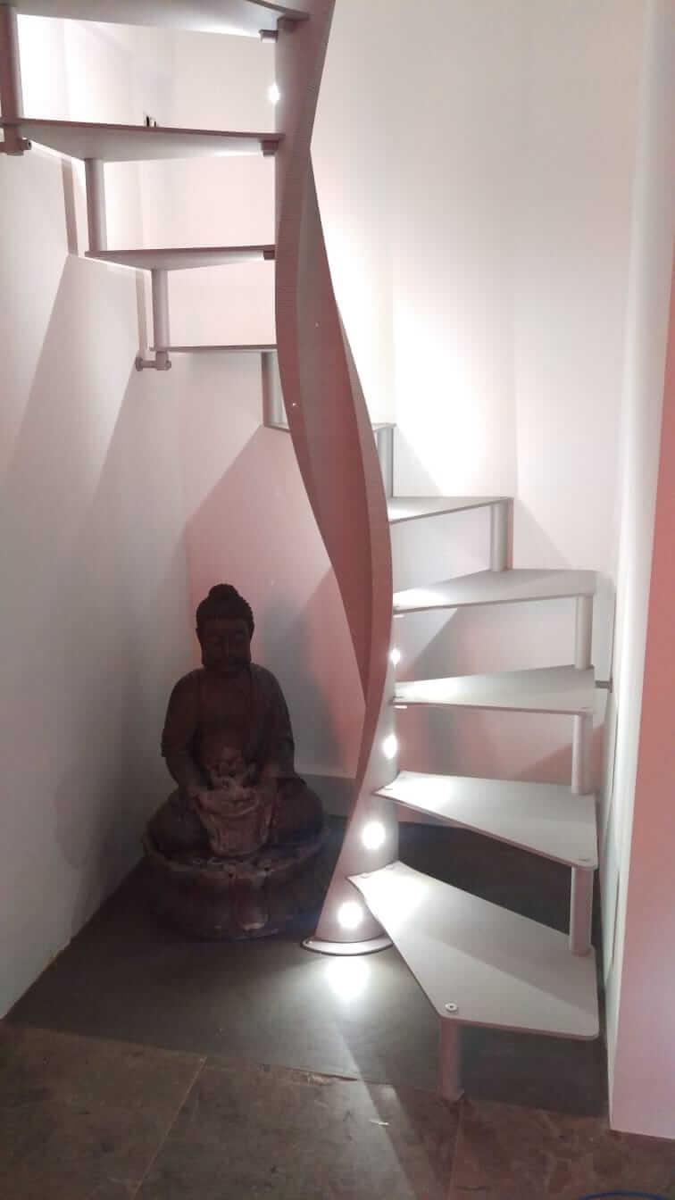 Escalera de caracol con leds | Enesca.es