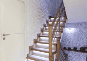 Favorece tu diseño interior gracias a las escaleras con iluminación LED de Enesca.es