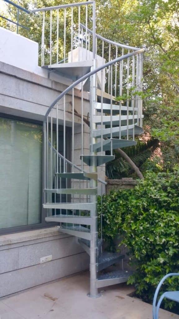 escaleras para jardín exterior